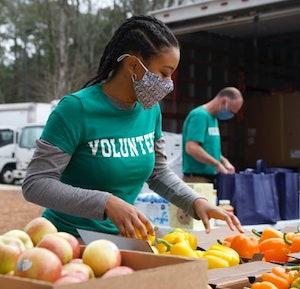 volunteer packing up food