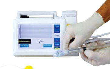 Connect the pre-filled saline syringe to the female Luer of the pressure sensor. Prime the pressure sensor with fluid from the syringe to remove all the air.