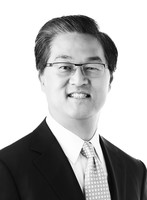 Headshot of Bobby Kwon, Chief Financial Officer for Medipharm Labs